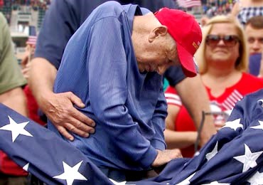 WWII hero and EagleCrest resident raises flag